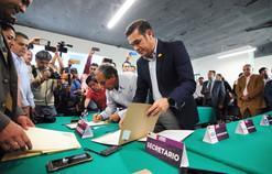Alejandro Navarro recibe la constancia de mayoría