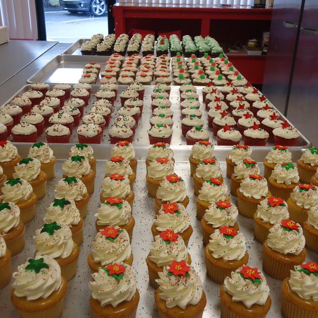 cupcakestrays.jpg