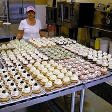 joanne&cupcakes.jpg