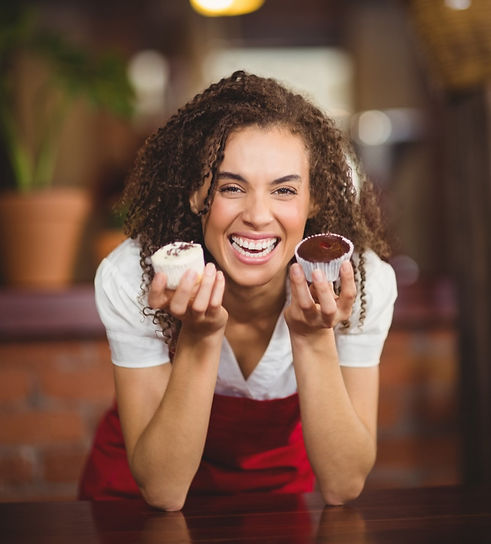 laughing-waitress-showing-two-cupcakes_e