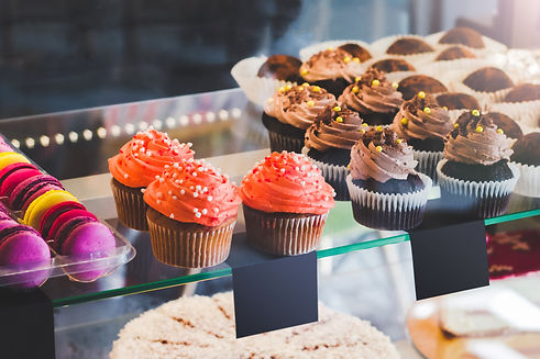 showcase-with-sweets-cafe-cupcakes-color