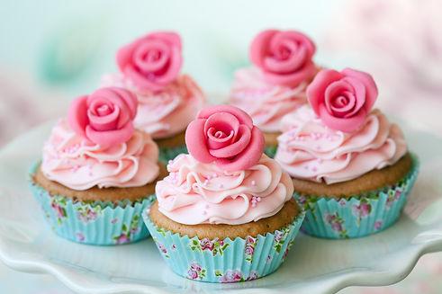 vintage-cupcakes-PA9E6BN.jpg