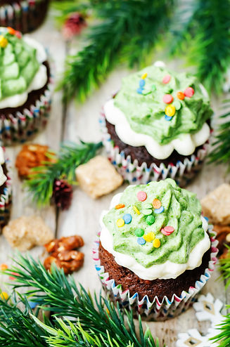 chocolate-cupcakes-with-green-frosting-a