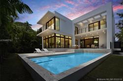110 Venetian Way, Miami Beach, FL
