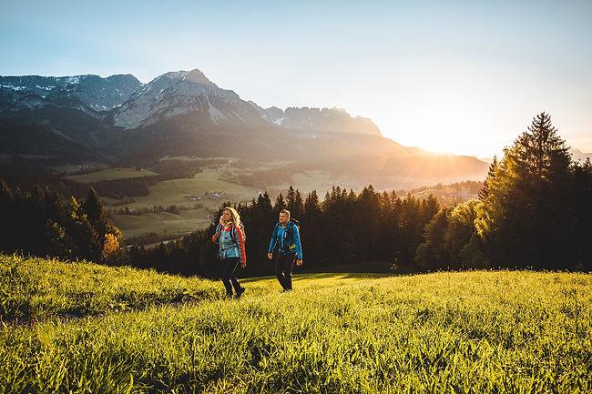 hd-Fruehling-Wandern-Sonnenaufgang-Soell