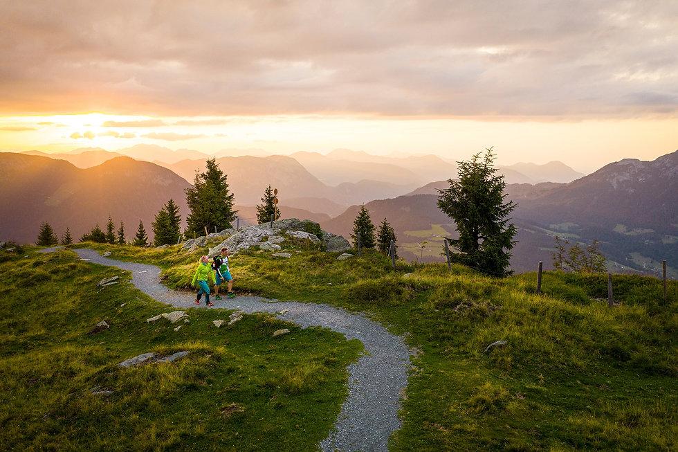 hd-Wandern-mit-Abendrot-Scheffau-Foto-St