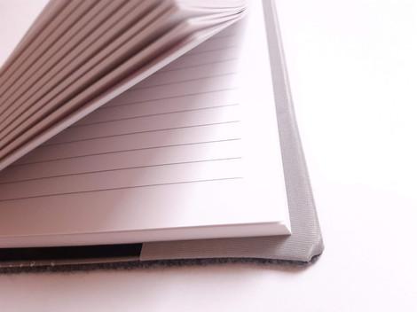 liniertes Papier und wiederverwendbare Hüllen