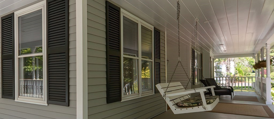 TOP 5 HOMES WITH A BEAUTIFUL SCREENED PORCH