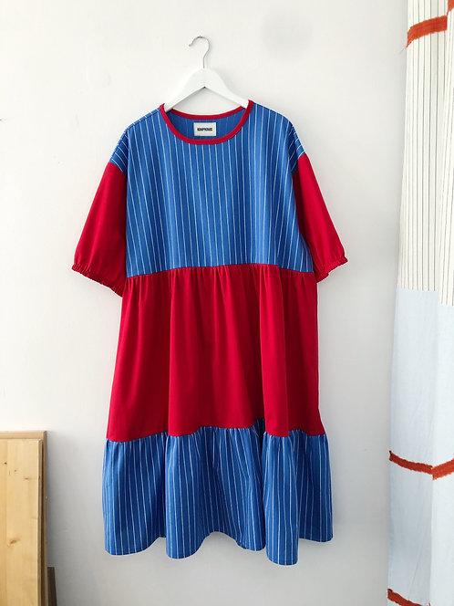 Sukienka z łączonych tkanin