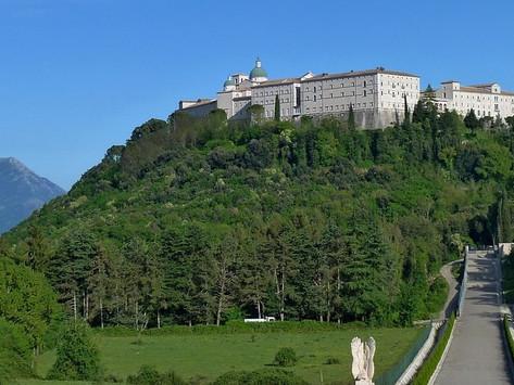 La storia di Montecassino, l'abbazia distrutta quattro volte