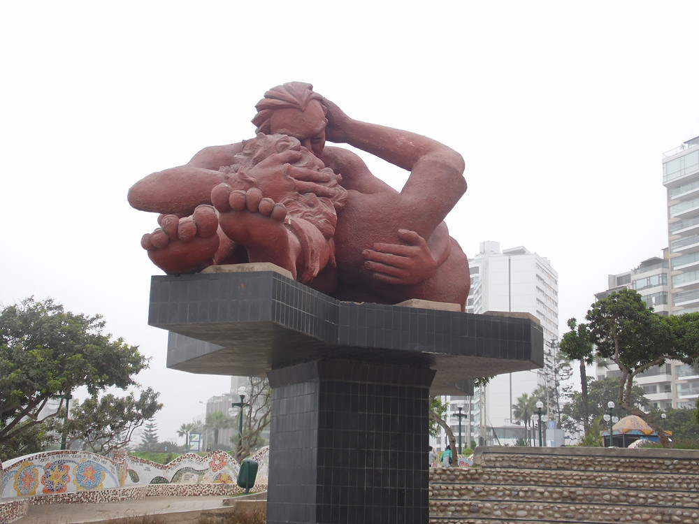 The Kiss, sculpted by Peruvian, Victor Delfin