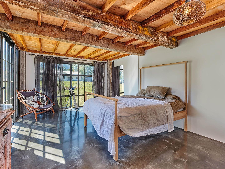 The Barn_002_Bed.jpeg