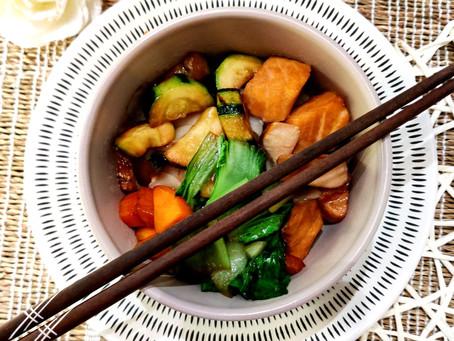Nouilles sautées aux légumes et au saumon