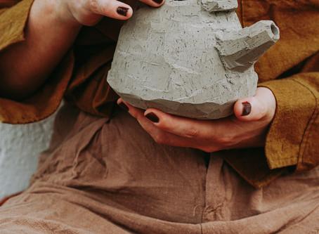 Kurinuki Teapot: the mindfulness process of carving from a lump of clay