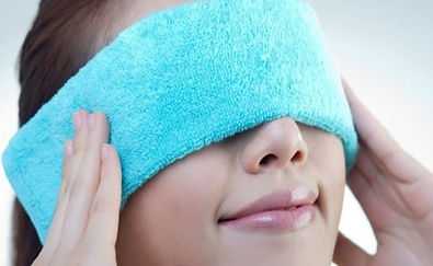 warm compress to treat dry eye disease