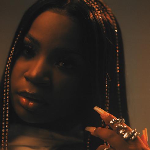 "Toronto R&B Singer/Songwriter Savannah Ré Stays ""Solid"""