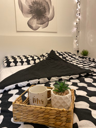 Ground floor bedroom with double bed...