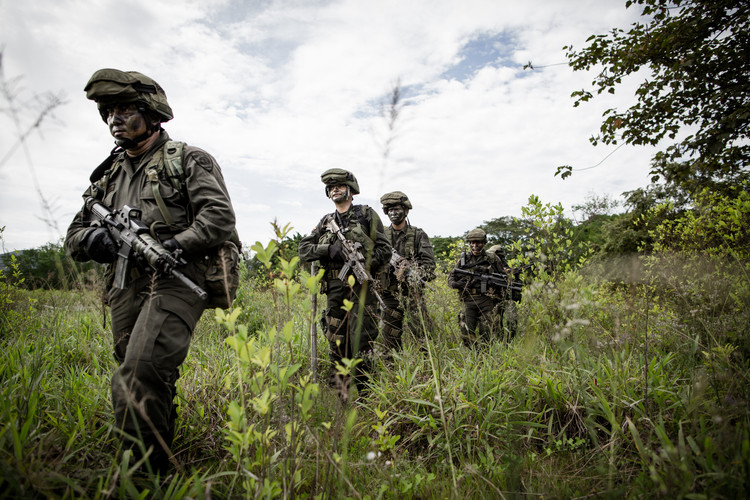 Soldiers of the Dirección de Antinarcóticos, the Colombian anti-narcotics unit, during a patrol in Choco, a remote department in Colombia known for its coca plantations (Colombia, 2014).