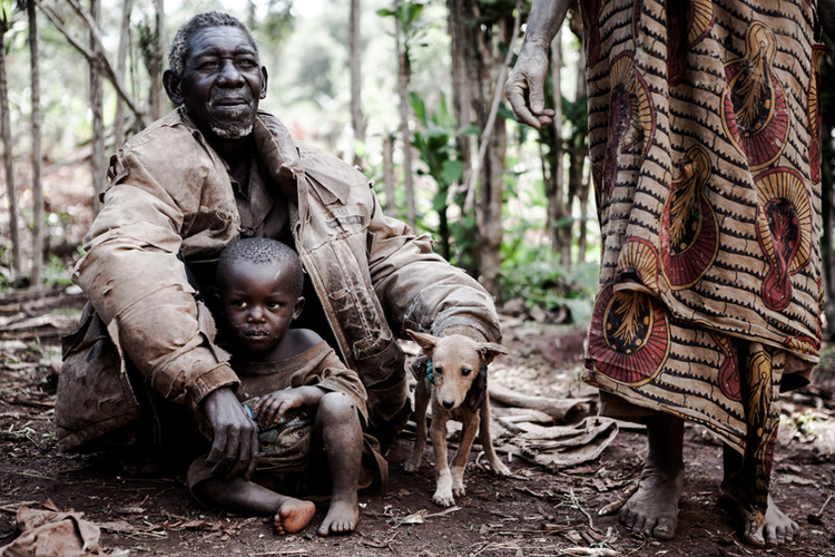 The Twa people (or Batwa) can be considered the forgotten victims of the Rwandan war and genocide; their suffering has gone largely unrecognised. Twa can claim to be the original inhabitants of Rwanda, being related to other forest peoples of Central Africa (Ruanda, Africa, 2008).