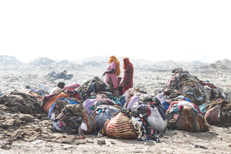 Women collecting cloth on one of the largest landfills of India (Ghazipur, India, 2013).