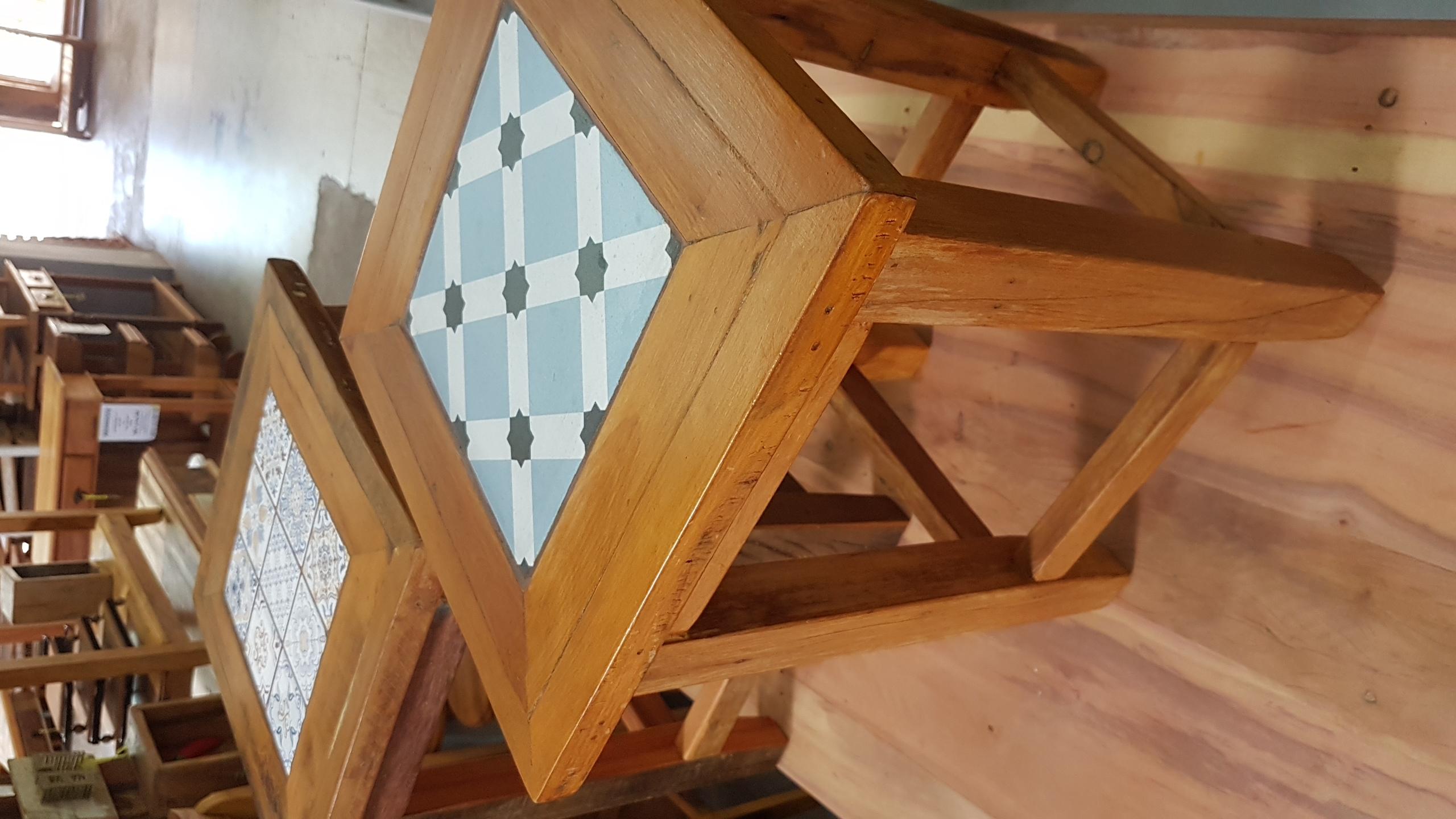 banqueta Baixa com Azulejo