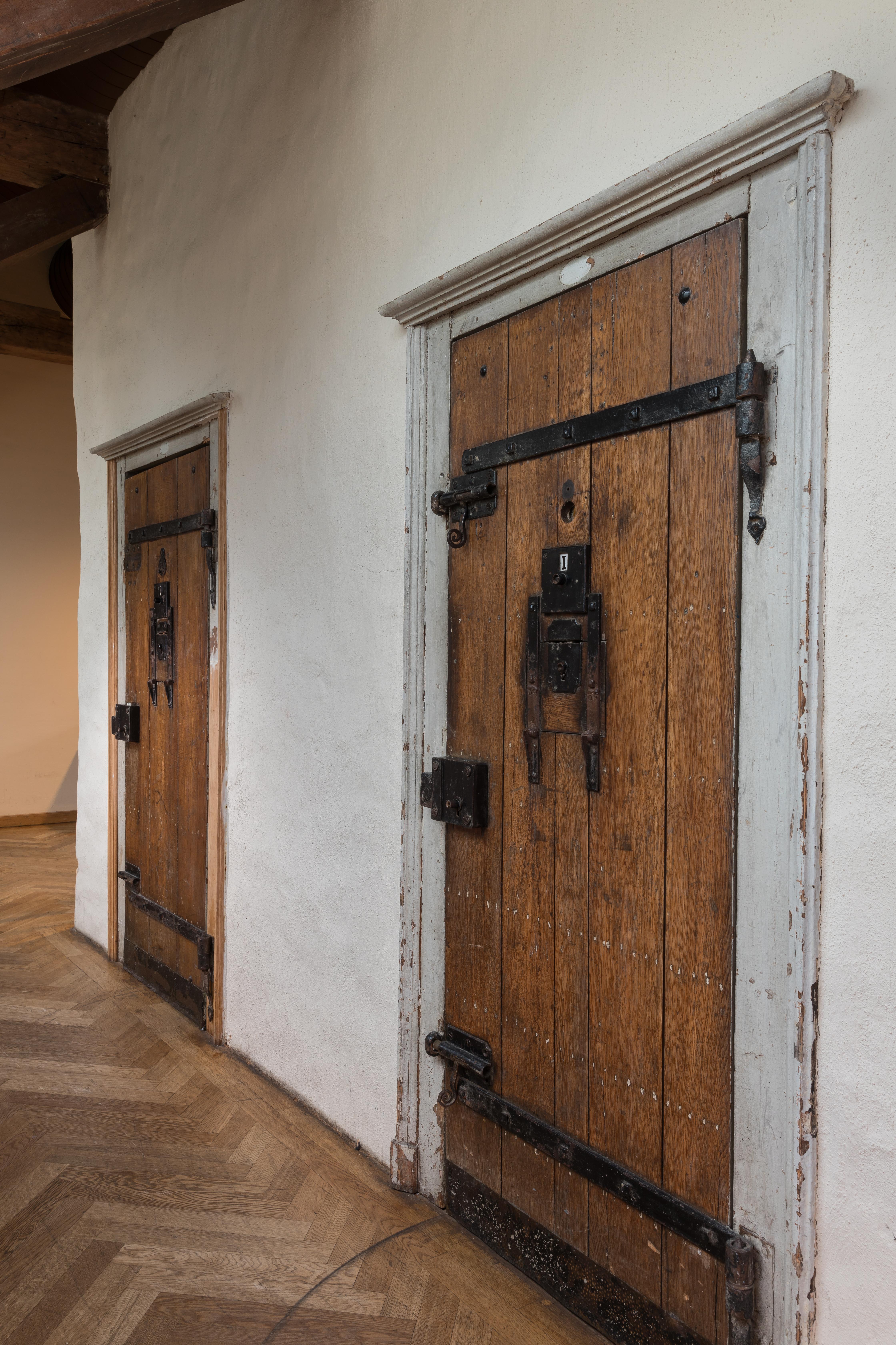 Prison_doors_©_neimënster