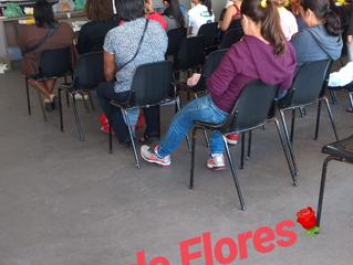 Nossa Sala de Treinamento hoje está recheada de pessoas aprendendo a fazer Flores, com a escola @flo