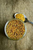 bee-pollen-2549125_1920.jpg
