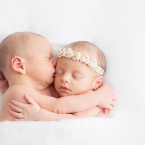 baby twin hugs