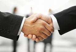 握手二人の男