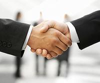 ビジネスミーティング後の握手