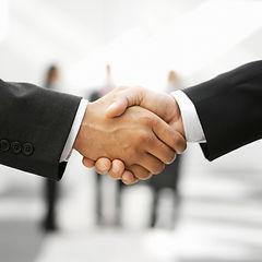 Två Män Skakar Hands