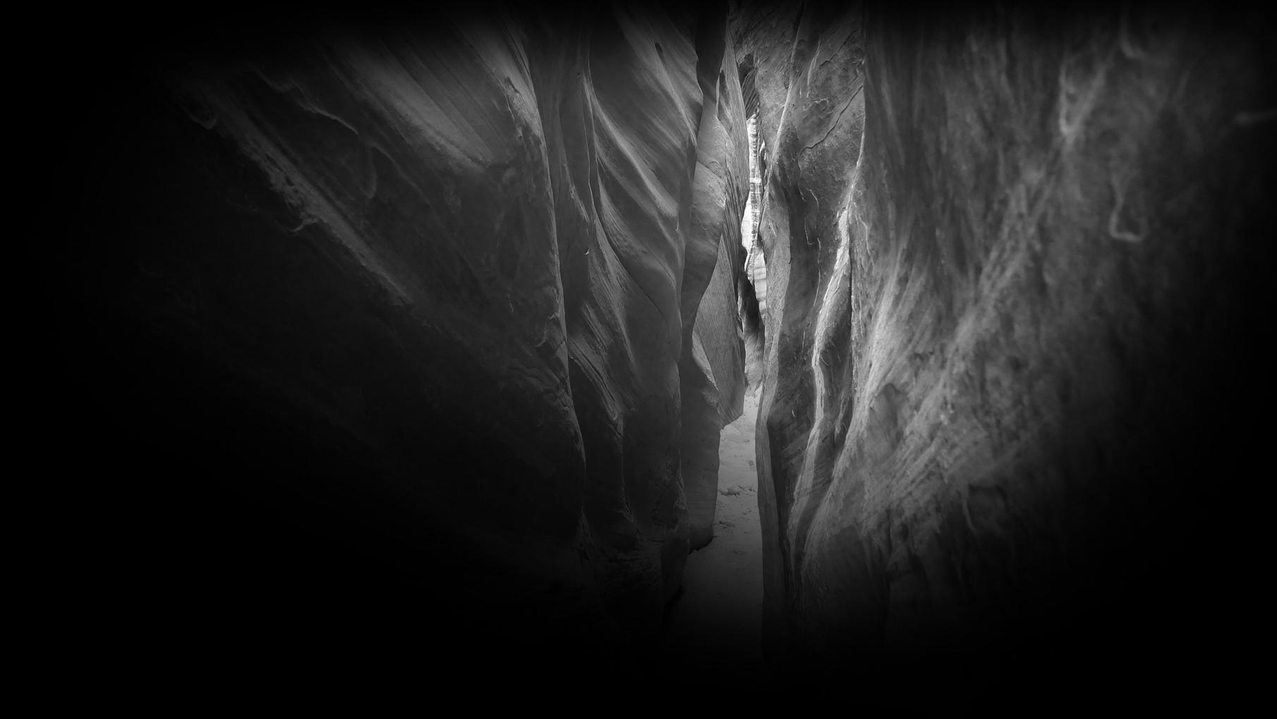 29-buckskin-gulch-narrow-walls.jpg