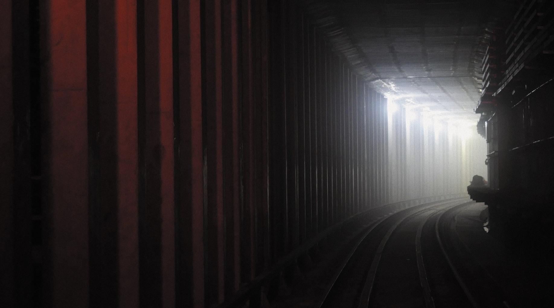 221-red-lines-tunnel_edited_edited.jpg