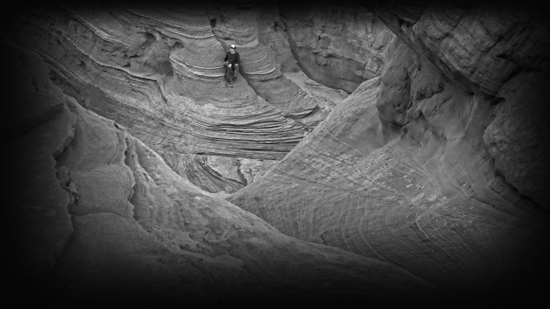 46-whitehole-bindweed-hiker.jpg
