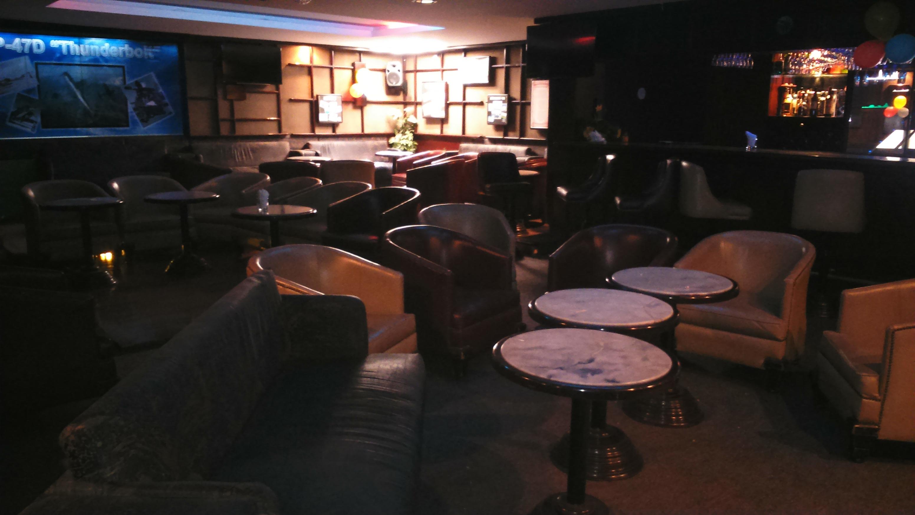 E´ Liut Café Bar