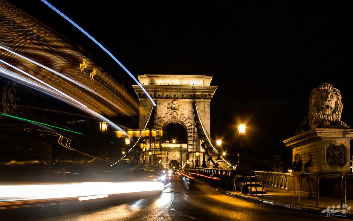 Lumière sur le pont des chaines