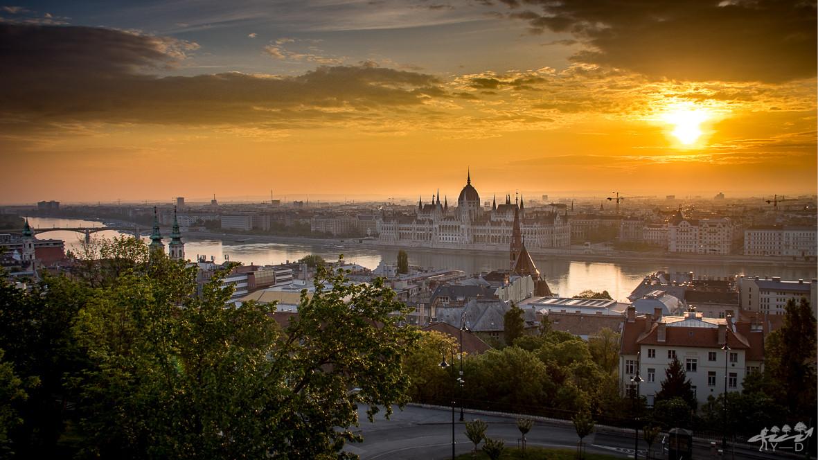 Lever du soleil sur Budapest