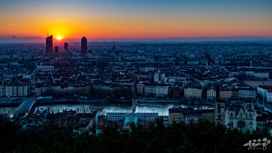 Levée du soleil sur Lyon depuis la basilique de Fourvière, Wallophoto