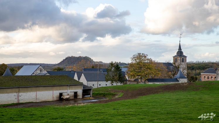 Thon Samson - Vue sur l'arrière du château ferme