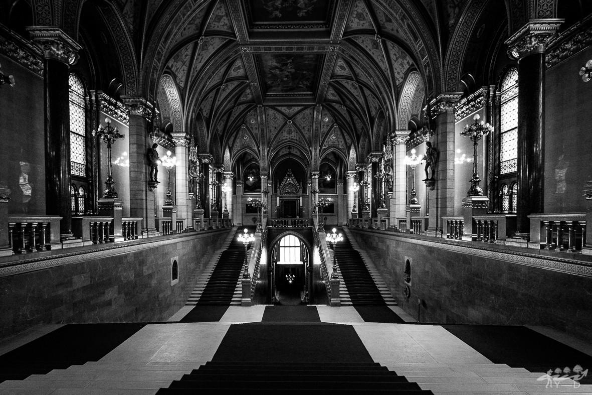 Escalier d'honneur du parlement de Budapest