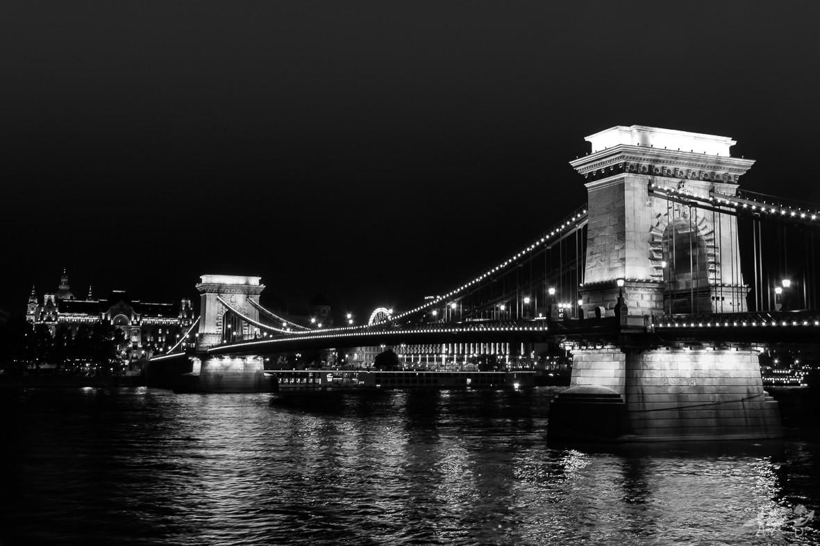 Pont des chaînes by night, Budapest
