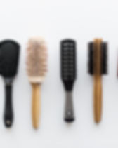 different-hair-brushes-or-combs-from-top