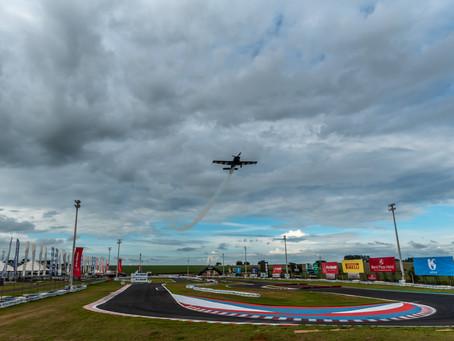 Show aéreo com avião alemão Extra 330 SC aconteceu no Speed Park