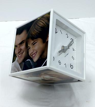 קוביה מסתובבת עם תמונות ושעון/בלי שעון