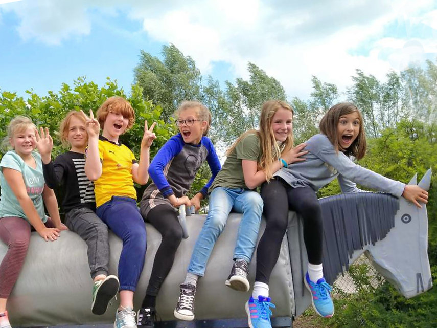 Roosenheuvel-KinderFeestje-Buiten-Tonnek
