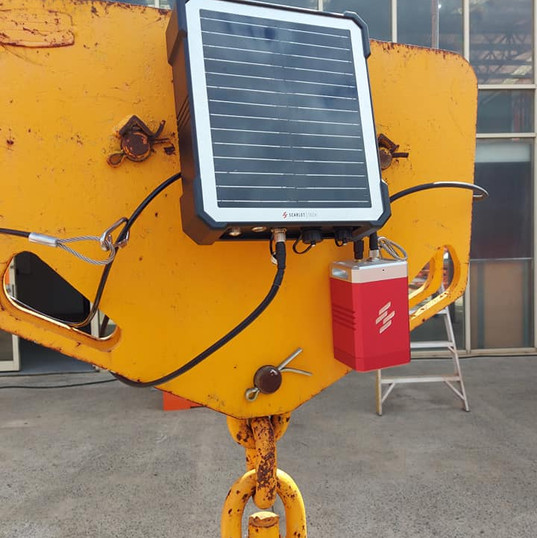 太陽能供電系統及吊勾用監控鏡頭