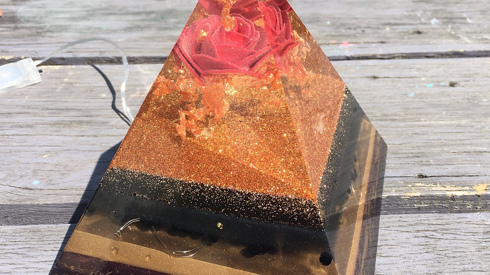 Pyramide rose gold lumineuse 900gr