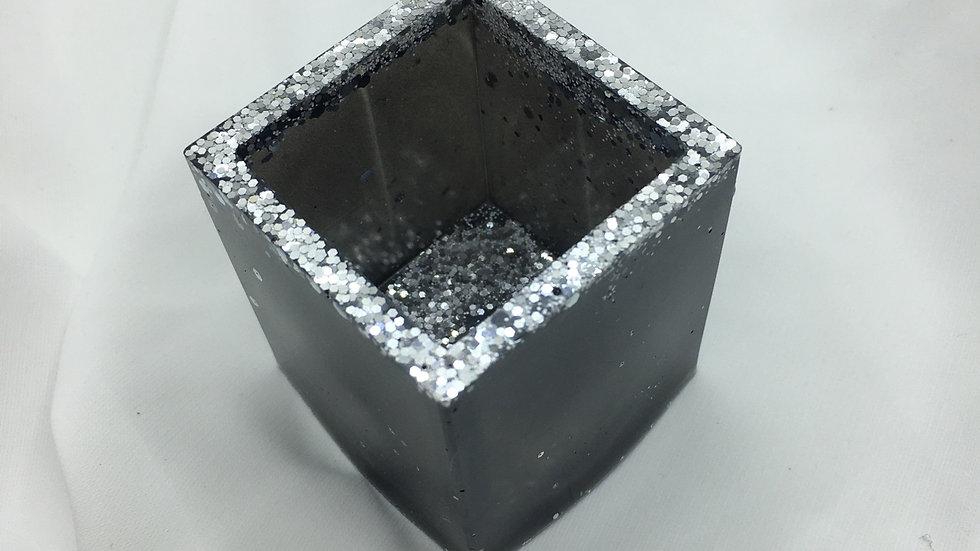 Petit pot noir argenté