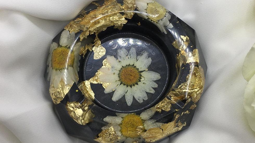 Cendrier doré noir fleurs blanches